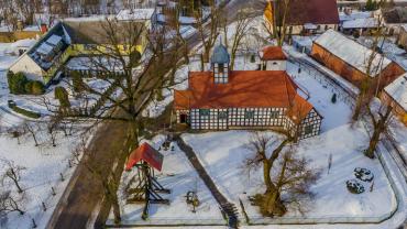 Zdjęcie kościoła w Wielowiczu z wysokości